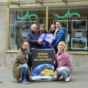 Spende für den Tag der Erde in Kassel